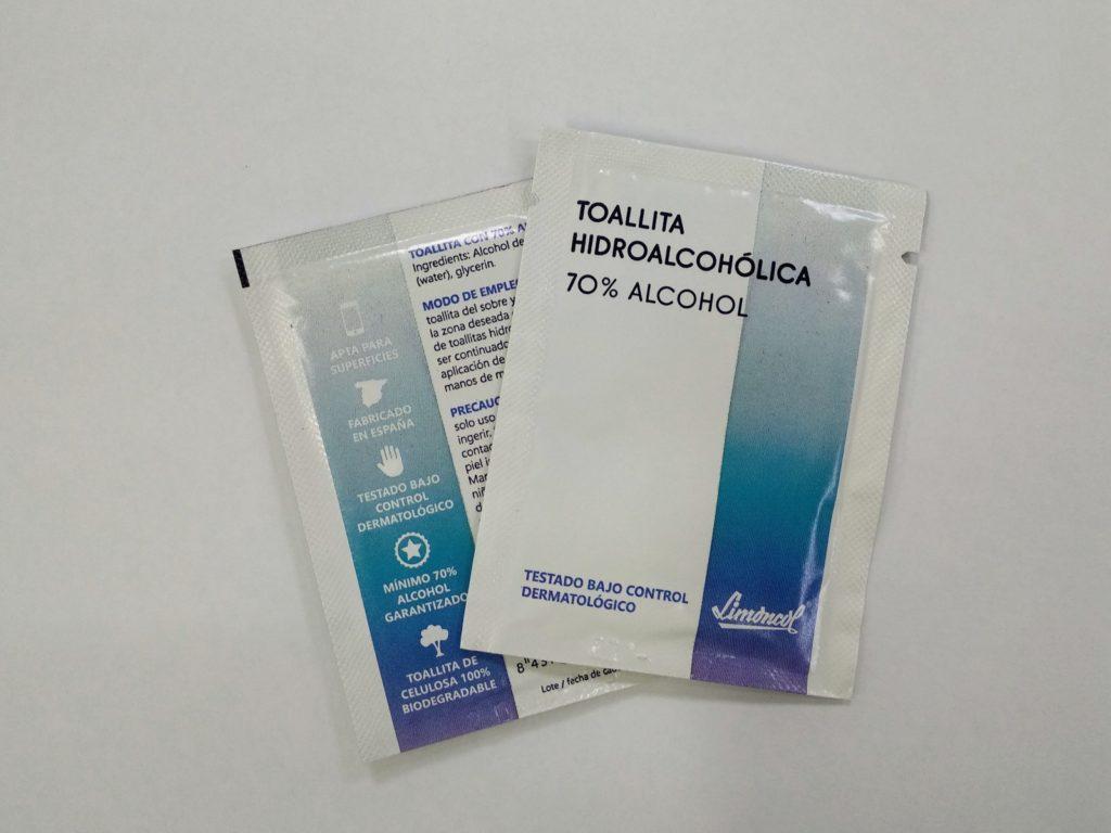 Toallita hidroalcoholica. Toallita de gel hidroalcoholico. Toallita 70% alcohol.